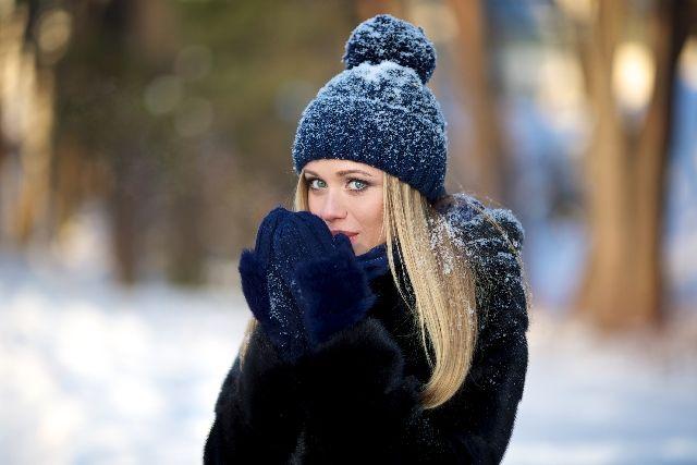 女性 冬 寒い