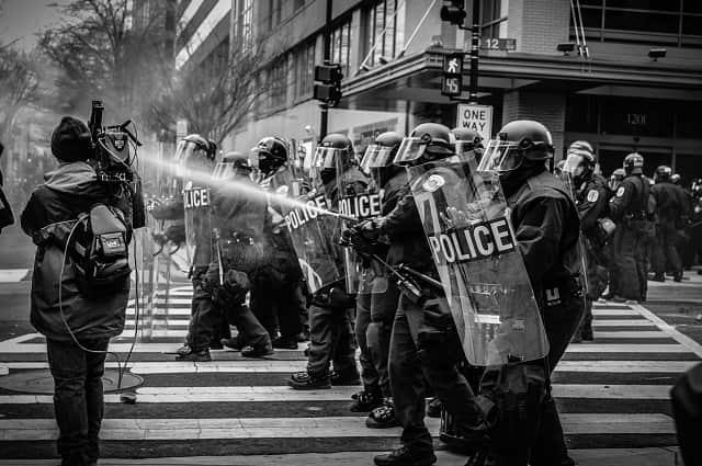 警察官 封鎖